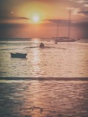 C' un tempo perfetto per fare silenzio, guardare il passaggio del sole d'estate ... (Angelo Trapani) Tags: mare barche estate tempo sole luce atmosfera