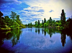 Serpentine - Hyde Pk (Jerry Tremaine Photography) Tags: serpentine hydepark london river water reflections blue clouds sky platinumheartaward aplusphoto theperfectphotographer superaplus