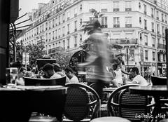 En terrasse - Paris - France (vlegallic) Tags: paris france fr argentic argentique ilford ilforddelta100 filmcamera noiretblanc blackandwhite bw monochrome mamiya mamiya645 moyenformat oldschool 80mm mamiya80mm