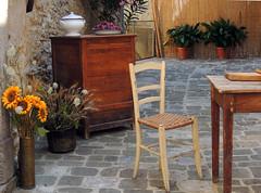 San Casciano Bagni - 6 (anto_gal) Tags: toscana siena valdorcia sancasciano bagni 2016 paese sedia girasoli