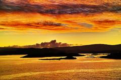 Coming in to Tarbert Harris (Fr Paul Hackett) Tags: sunset sea harris island