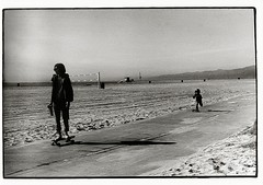 young and old, rolling on (Janick Sommer) Tags: california venice white black beach los skateboarding angeles