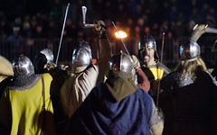 Viking Final Battle 4 (Ben Pearey) Tags: york cliffordstower northyorkshire eyeofyork saxons cityofyork jorvikvikingfestival ericbloodaxe vikingbattlereenactment