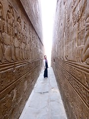 "Templo de Edfu • <a style=""font-size:0.8em;"" href=""http://www.flickr.com/photos/92957341@N07/8536204979/"" target=""_blank"">View on Flickr</a>"