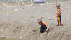 Mga Totoy (Sitooh Shoot! (by Josh Saliot)) Tags: beach pee photography kid sand flickr shoot child fb philippines bald only punta bacolod bata pinoy pilipinas kalbo taytay totoy sitooh