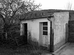 Vecchio ripostiglio - Old storage room (Franco & Lia) Tags: bw abandoned blackwhite ruins noiretblanc neglected bn sw biancoenero blackdiamond rustyandcrusty rudere rovine blackwhitephotos virgiliocompany skancheli