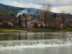 Fiesole (Lumase) Tags: italy water flow poetry poem cloudy smoke arno toscana fiesole textured riverarno montale finestrafiesolana