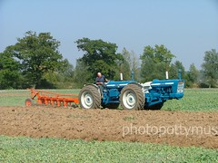 Doe 150 ploughing at Langford nr Maldon Essex (photopottymus) Tags: tractor ford power soil dirt twinengine maldon fourwheeldrive langford ploughing furrow doe150 medriver doeplough