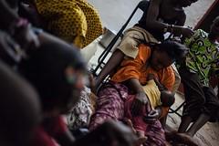 Longo caminho de volta para casa: o retorno de uma família a Timbuktu (AcnurLasAméricas) Tags: baby children women westafrica mali idps returnees voluntaryrepatriation returningidps