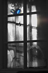 Fuzzy Blue at April window (J-P Korpi-Vartiainen) Tags: winter light window finland early spring soft artistic cottage beam april picturesque talvi kuopio ilta mkki kesmkki valo sde kevt lasi ikkuna sumea taiteellinen vastavalo ikkunalasi huhtikuu huurre kevttalvi mkkeily pehme pohjoissavo valonsde huurteinen maalauksellinen jpko