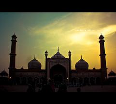 Jama Masjid, Delhi (SiddharthDasari) Tags: old city sunset red evening peace fort delhi islam divine galli masjid islamicarchitecture jama mughal chandni chowk purani