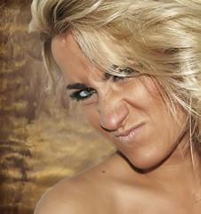 No dejar de ser expresiva............ (nana &#) Tags: portrait cute face retrato blond ojos rostro nariz dorado oro gloden rubio bionda desconfianza llaura nanasolana commentbygwlap