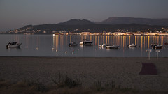 Anoitece en Moledo do Minho (ponzoosa) Tags: portugal caminha moledo minho praia muelle porto puerto anoitecer lights bay barcos playa beach