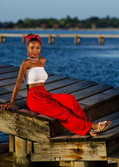 Kim G (02_0015T) (ronnie.savoie) Tags: africanamerican black noir negra woman mujer chica muchacha girl pretty guapa lovely hermosa browneyes ojosnegros brownskin pielcanela portrait retrato model modelo modle smile sonrisa sandybay roatan roatn honduras hondurea catracha bayislands islasdelabaha diaspora africandiaspora