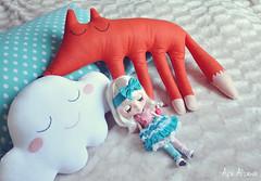 Sweet Dreams (Açu Aizawa) Tags: blythe simplyvanilla takara japanese fashion doll handmade pillow cloud fox felt mascot plush