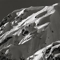 photo boillon christophe / photo au carré n&b série neige & ombres de l'hiver /  vallée de chamonix dans le massif des aiguilles rouges  jeux d'ombres & lumière avec des skieurs en hors-piste au couchant (BOILLON CHRISTOPHE) Tags: people bw mountain macro monochrome landscape expo hiver skieurs skihorspiste nikond3 photoaucarré photoboillonchristophe