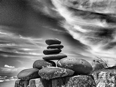 Ephmre (YAZMDG (14,000 images)) Tags: trees sky blackandwhite bw sculpture beach nature water clouds skyscape artistic noiretblanc stones patterns australia pebbles structure nb pole textures ciel cielo nsw ambient nuages stacked greyscale yaz australie sculptur phmre northernrivers yazmdg ystudio yazminamichledegaye