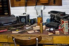 Ancien garage (G. Regisser Photographie) Tags: old canon table 50mm chair desk bureau d garage machine musée oil mm 50 peugeot montbéliard chaise huile écrire ancien 550 aventure fixe sochaux 550d focale