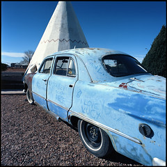 Holbrook, AZ (moominsean) Tags: arizona dusty car route66 c motel bronica 40mm teepee holbrook wigwam ektar