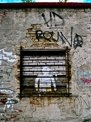 single_room (web.werkraum) Tags: street streetart berlin art germany deutschland europa artist wand ks urbanart figure documentation figur association 2012 berlinmoabit omot streetartberlin singleroom siemensstr dasdasein bildfindung berlinerknstlerin tagesnotiz webwerkraum karinsakrowski flickrnova