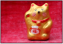Riches (flowrwolf) Tags: red monthlyscavengerhunt msh luckycat moneybag riches goldencat msh0313 luckywavingcat flowrwolf msh031312