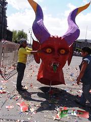 Tradicional Quema de Judas 2013 (08-11) (jarsphe) Tags: santa mexicana easter gloria holy mexicanos week sabado judas semana toluca artesanos artesano quema cartoneria