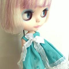 Alma in @dollywardrobe dress  #blythe #blythedoll #blythestagram #sweet #kawaii #cute #doll #toy #toystagram #toyrevolution #toyplanet #barcelona #kawaiiplanet #blytheconbarcelona