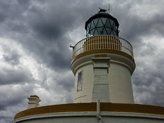chanonry point, the lighthouse (violica) Tags: lighthouse faro scotland highlands unitedkingdom regnounito blackisle morayfirth scozia chanonrypoint firthofmoray
