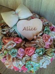 Porta Maternidade Flores De Tecido (Eliza de Castro) Tags: porta maternidade enfeite de personalizado exclusivo decorao flores nude rosa verde creme floral estampado menina enfeitedeportamaternidadeportamaternidadecorujinhasemfeltro guirlanda para tecido