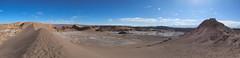 """Le désert d'Atacama: vue sur l'Amphitéatre depuis le sommet de la Duna Mayor (Valle de la Luna) <a style=""""margin-left:10px; font-size:0.8em;"""" href=""""http://www.flickr.com/photos/127723101@N04/28940597710/"""" target=""""_blank"""">@flickr</a>"""