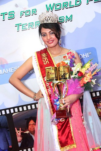 Miss Sufi Sayyed won the title- Miss India Continent-2016