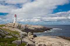 Peggy's Point Lighthouse - Nouvelle Ecosse (Erminig Gwenn) Tags: peggyscove novascotia canada ca 7133 nouvelleecosse canoneos6d adobelightroom6 adobelightroomcc atlanticcoast cte atlantique phare lighthouse blanc white littoral mer sea ocan ocean harbour port pche hhomar lobster fishing cliffs rocks falaises rochers granit mouillage anse