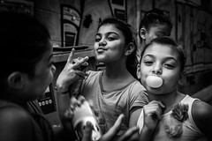 Bulle \ Bubble (Solylock) Tags: 2016 perpignan quartier neighborhood saintjacques stjacques saint st jacques gitans france streetphotography street photography rue photo photoderue monochrome monochrom nb bw noiretblanc blackandwhite famille family mre mother grandmother grandmre grand fille daughter chewinggum gum bulle bubble filles girls children enfants enfant child canne stick