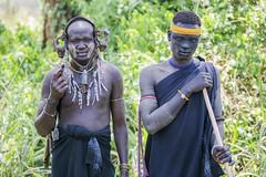 Hombres de la tribu Mursi en el Parque Nacional de Mago (Sur de Etiopa), 2010. (Luis Miguel Surez del Ro) Tags: tribu etnia mursi mago etiopa