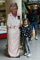 As we were there, we dropped by.... (Maluni) Tags: england inghilterra uk greatbritain queen elizabeth regina miranda bimbi mirandam
