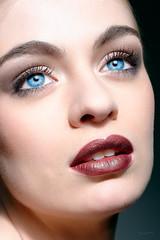 Regard perdu (zebrazoma) Tags: blue red portrait mannequin beauty look fashion pose rouge grid model nikon soft skin makeup lips bleu beaut mode maquillage facepic regard modele d4 105mm elinchrom levre beautydish bolbeaut nikonflickraward beautyshoots