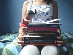 38/365 (Zaene) Tags: light luz girl book books 1984 garota livros nrnia ameninaqueroubavalivros brscubas amoesquerdadedeus