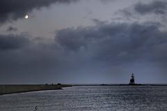 Paard van Marken (EdRocket) Tags: lighthouse holland evening licht dijk vuurtoren marken ijsselmeer paard markermeer paardvanmarken markermeerpaard