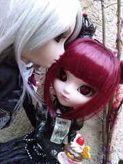 Couple friandise (Lilith In tenebris ) Tags: rabbit love queen romantic pullip ichi lunatic s taeyang domition infera