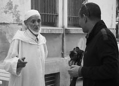 L'imam et le photographe (agharass) Tags: photographer streetphotography morocco maroc casablanca moroccan rabat eljadida photographiederue photgoraphe