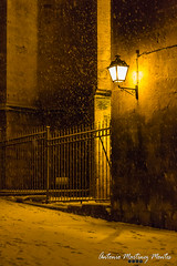 Cae la nieve en la ciudad / Snow falls on the city (astonio2m) Tags: city espaa snow reja spain cathedral nieve catedral ciudad lantern grille farol abacete