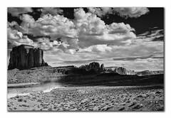 Nuvole rapide (robbar74) Tags: sky blackandwhite bw usa clouds landscape utah blackwhite nikon rocks nuvole cielo navajo nikkor monumentvalley roccia paesaggio biancoenero statiuniti d7000 robbar74