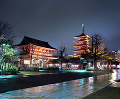 "Asakusa Hozomon and pagoda <a style=""margin-left:10px; font-size:0.8em;"" href=""http://www.flickr.com/photos/24828582@N00/8594582211/"" target=""_blank"">@flickr</a>"