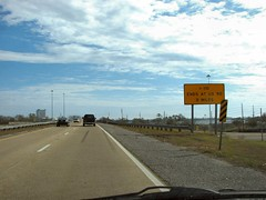 110 ends 2 miles (US 71) Tags: mississippi roadsigns highwaysigns i110 interstate110