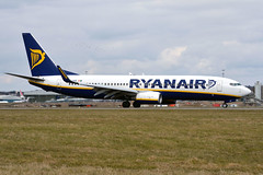 Ryanair EI-EKE (Howard_Pulling) Tags: camera uk england march photo airport nikon bedfordshire flughafen luton lutonairport flug 2013 pictureof londonluton hpulling howardpulling nikond5100