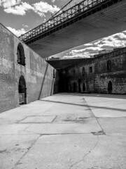 Brooklyn (1yen) Tags: nyc newyorkcity travel bw usa newyork travelling brooklyn america blackwhite unitedstates olympus brooklynbridge 20mm manhatten omd em5 panasonic20mmf17 olympusomdem5