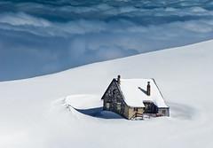 La casa de las nubes (ravel177) Tags: nieve nubes casita goldenawardlostcontperdidos