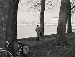 caen  1952 (lem's) Tags: city trees water bike arbres normandie prairie normandy velo ville caen innondation 1952 passant fernand pedestrain burgot