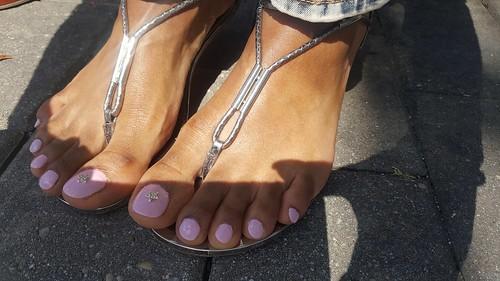 Ebony with pretty feet