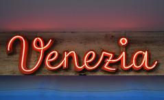 Venezia (Florian Hardwig) Tags: mnchen icecreamparlor script neonsign zwithcrossbar uprightscript